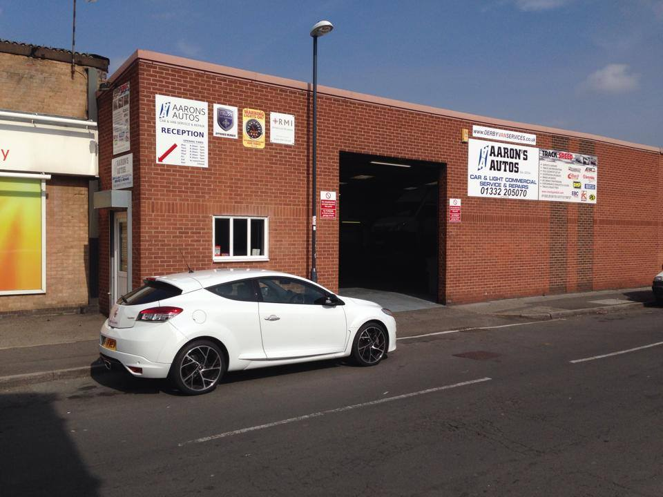 Renault sport servicing at aarons autos approved garage in for Renault service garage